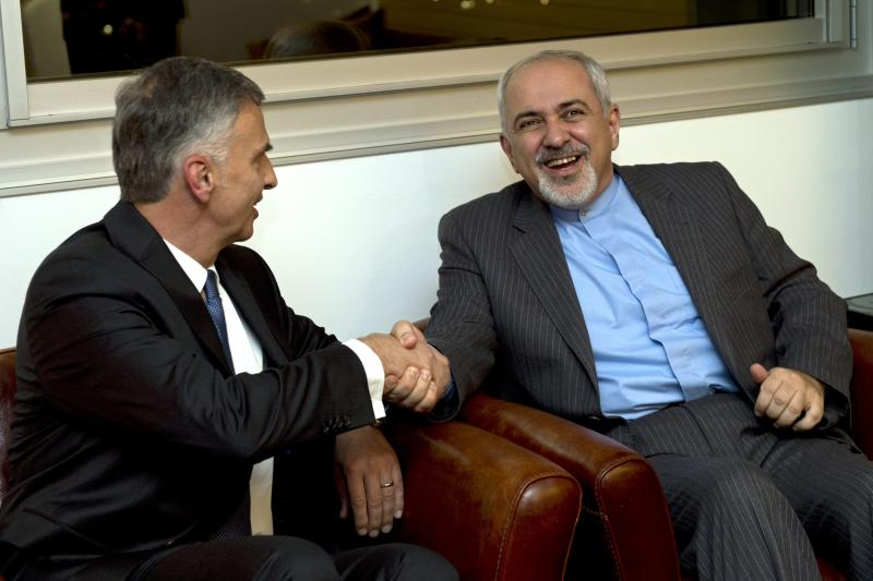 Switzerland's Foreign Minister Didier Burkhalter, left, shakes hands with Iranian Foreign Minister Mohammad-Javad Zarif, during a meeting at the Intercontinental Hotel prior to talks about Iran's nuclear programme in Geneva, Switzerland, Saturday, Nov. 23, 2013. (AP Photo / Keystone, Martial Trezzini)