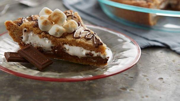 PHOTO: S'mores blondie pie is a fun twist on the classic campfire treat. (Hersey )
