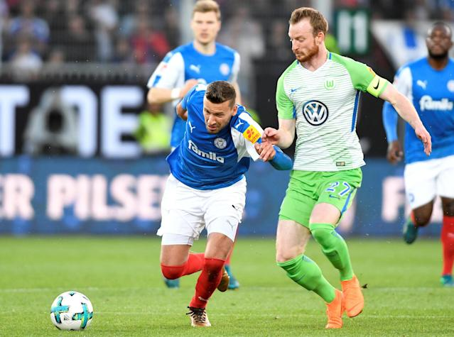 Soccer Football - Bundesliga Promotion/Relegation Playoff Second Leg - Holstein Kiel vs VfL Wolfsburg - Holstein-Stadion, Kiel, Germany - May 21, 2018 Wolfsburg's Maximilian Arnold in action with Holstein Kiel's Tom Weilandt REUTERS/Fabian Bimmer DFL RULES TO LIMIT THE ONLINE USAGE DURING MATCH TIME TO 15 PICTURES PER GAME. IMAGE SEQUENCES TO SIMULATE VIDEO IS NOT ALLOWED AT ANY TIME. FOR FURTHER QUERIES PLEASE CONTACT DFL DIRECTLY AT + 49 69 650050
