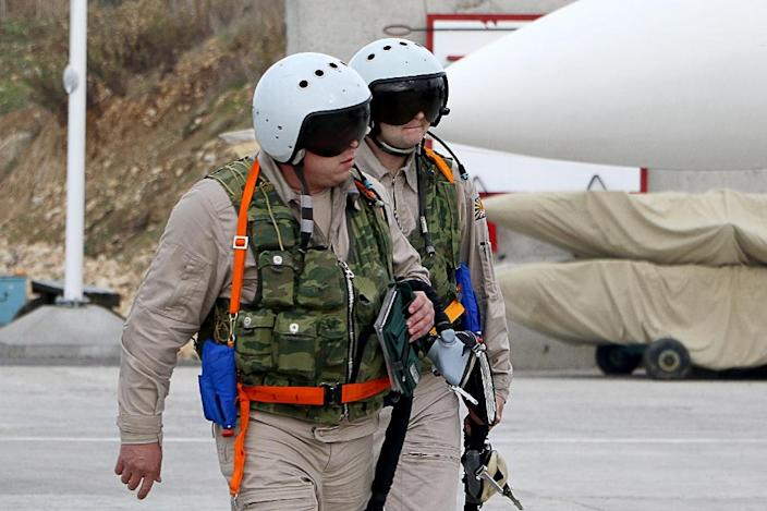 Russian air force pilots arrive to board a Russian Sukhoi Su-30SM fighter jet before departure on a mission at the Russian Hmeimim military base in Latakia province, in the northwest of Syria, on December 16, 2015 (AFP Photo/Paul Gypteau)