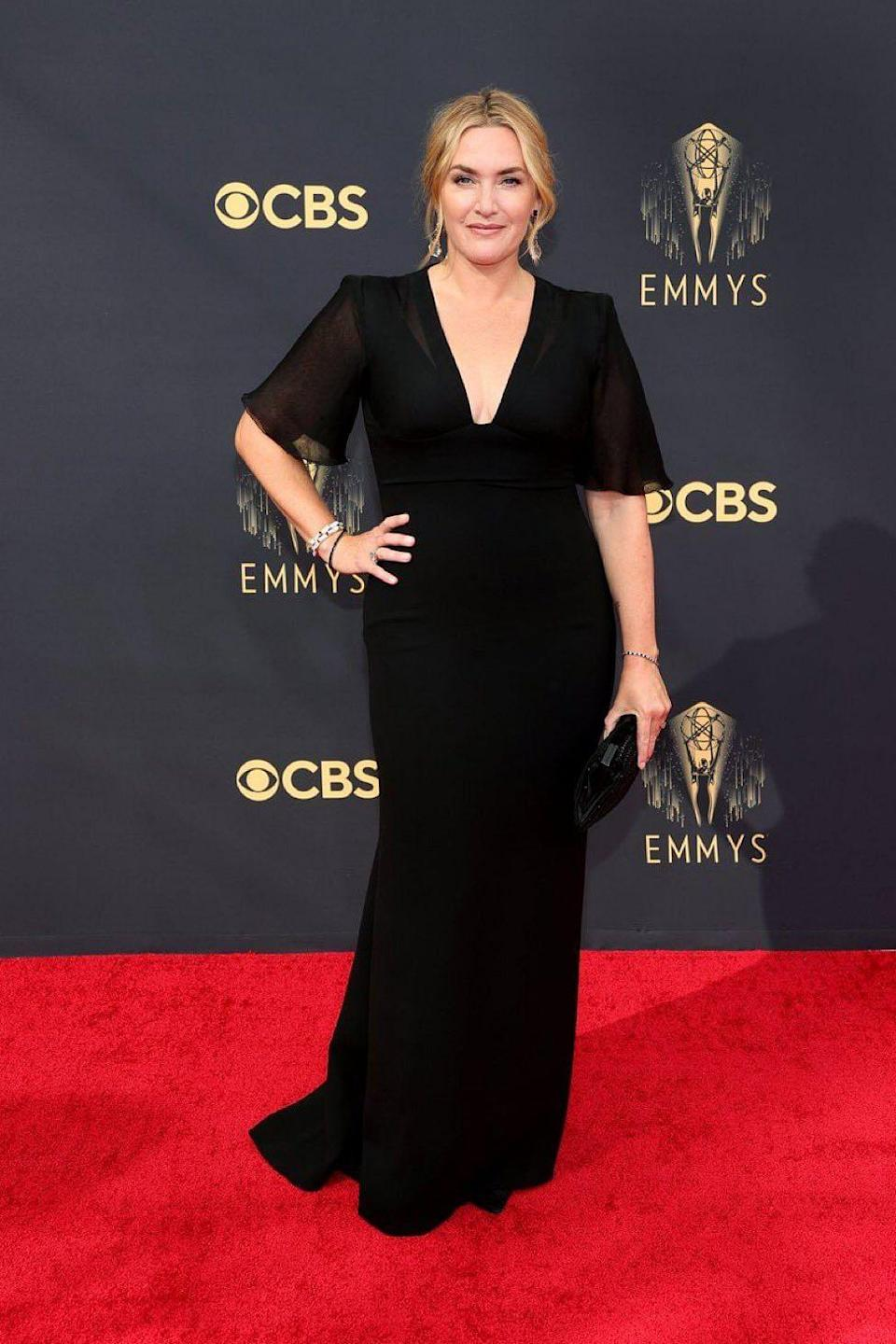 """<div class=""""paragraphs""""><p>Kate Winslet in a Giorgio Armani Privé evening gown with a chiffon bust and petite bell sleeves.</p></div>"""
