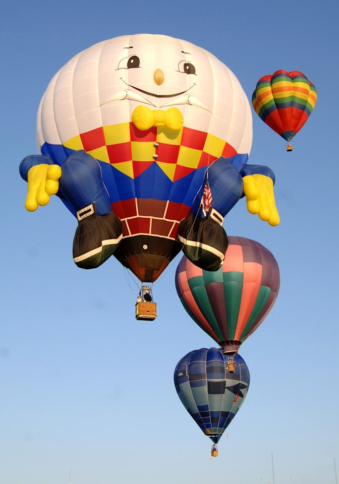 Humpty Dumpty flies overhead during a morning ascent at the Albuquerque International Balloon Fiesta in Albuquerque, New Mexico on October 8, 2005. (Photo by A. Messerschmidt/Getty Images)