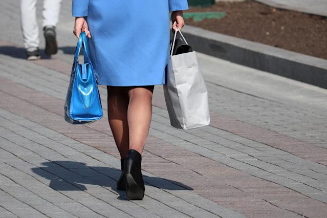 A physiotherapist is urging women to use a heavy handbag as a weight. [Photo: Getty]