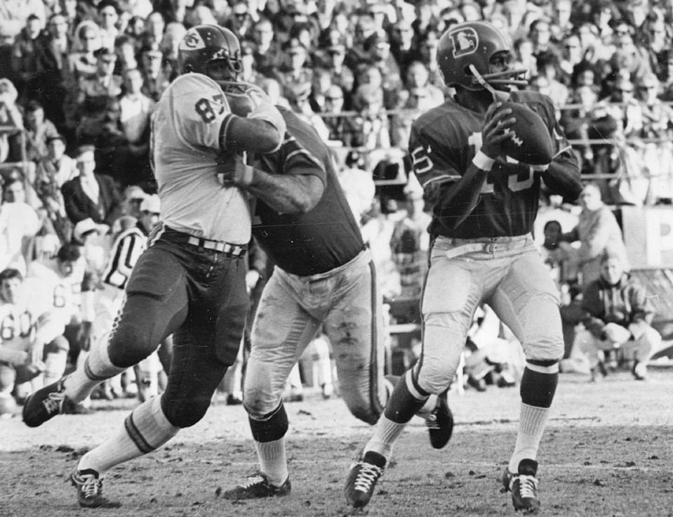 Marlin Briscoe, right, was the first Black quarterback to start an NFL game back in 1968. (Photo By Bill Johnson/The Denver Post via Getty Images)