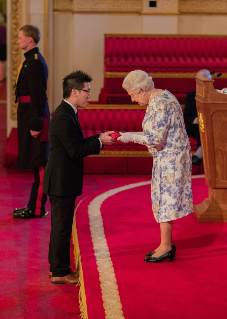 Mark Cheng receives the Queen's Young Leaders award in 2016 from Queen Elizabeth.