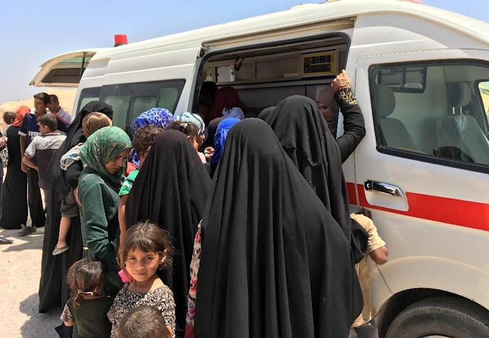 Displaced Iraqi women and children swarm a Red Crescent ambulance handing out medicine on May 29, 2016 at a newly-opened camp set up to shelter people fleeing violence around the city of Fallujah (AFP Photo/Jean Marc Mojon)