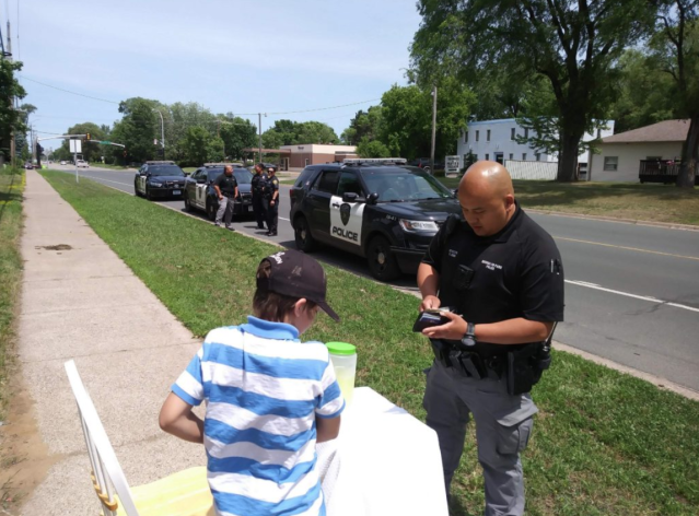 Brooklyn Park police help a young boy whose lemonade stand was robbed by junior high kids. (Photo: KTIS)