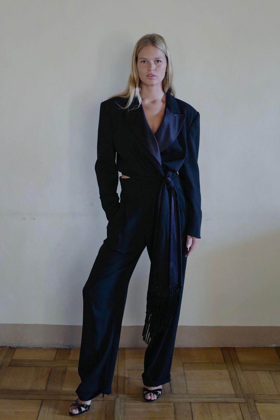 <p><strong>10 October </strong>Anna Ewers went for a classic look in Max Mara.</p>