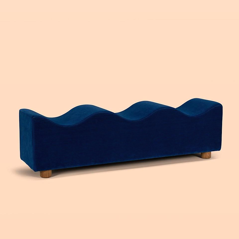 "<p> Objects for objects, 6800$<br> <br> </p><br><a href=""https://objectsforobjects.com/products/soft-wave-bench-x-raf-simons-x-kvadrat-x-corduroy"" rel=""nofollow noopener"" target=""_blank"" data-ylk=""slk:Acheter"" class=""link rapid-noclick-resp"">Acheter</a>"
