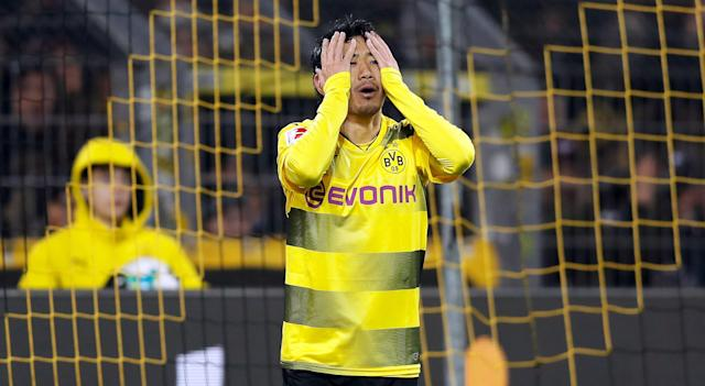 "<a class=""link rapid-noclick-resp"" href=""/soccer/teams/borussia-dortmund/"" data-ylk=""slk:Borussia Dortmund"">Borussia Dortmund</a>'s <a class=""link rapid-noclick-resp"" href=""/soccer/players/shinji-kagawa/"" data-ylk=""slk:Shinji Kagawa"">Shinji Kagawa</a> embarrassed a kid with a series of nutmegs, for some reason. (EFE)"
