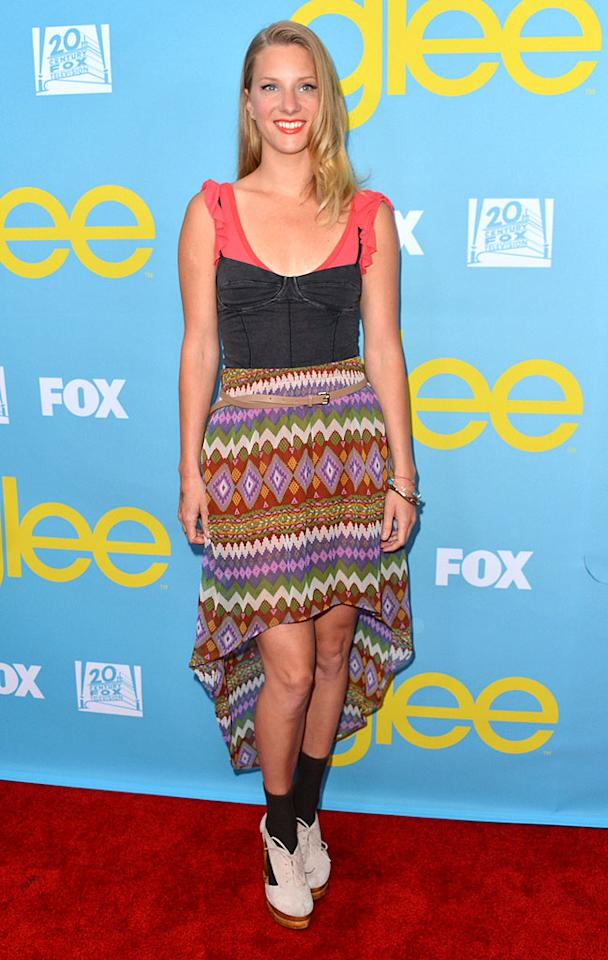 Dear Gleeks, don't get it twisted. I love me some Heather Morris. She and Naya Rivera are still my faves on the FOX series. BUT, even you have to admit that the getup she sported to a recent screening of the show was ghastly. Platform saddle shoes? With black socks? Really? (5/1/2012)