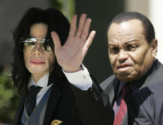 Michael Jackson and his father arrive at his trial in 2005. (Photo: Robyn Beck/AFP/Getty Images)