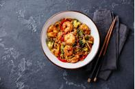 """<p>Continuously coming up with ideas to make dinner simple and delicious every night can be challenging — especially if you're trying to stick to eating meals that fit your dietary needs. </p><p>For the <a href=""""https://www.cdc.gov/diabetes/library/features/diabetes-stat-report.html#:~:text=34.2%20million%20Americans%E2%80%94just%20over,Asians%20and%20non%2DHispanic%20whites."""" rel=""""nofollow noopener"""" target=""""_blank"""" data-ylk=""""slk:millions"""" class=""""link rapid-noclick-resp"""">millions</a> of Americans living with diabetes, for example, this means making dishes that prevent harmful blood sugar spikes. Some people try to stick to dining <a href=""""https://www.ncbi.nlm.nih.gov/pmc/articles/PMC7468821/"""" rel=""""nofollow noopener"""" target=""""_blank"""" data-ylk=""""slk:Mediterranean style"""" class=""""link rapid-noclick-resp"""">Mediterranean style</a> or go full on <a href=""""https://www.ncbi.nlm.nih.gov/pmc/articles/PMC5466941/"""" rel=""""nofollow noopener"""" target=""""_blank"""" data-ylk=""""slk:plant-based"""" class=""""link rapid-noclick-resp"""">plant-based</a> and find success. Others try the """"low carb"""" approach, since reducing carbs has been <a href=""""https://care.diabetesjournals.org/content/42/5/731"""" rel=""""nofollow noopener"""" target=""""_blank"""" data-ylk=""""slk:proven"""" class=""""link rapid-noclick-resp"""">proven</a> to reduce blood sugar levels. (Although <a href=""""https://www.diabetes.org/sites/default/files/2019-10/ADV_2019_Consumer_Nutrition_One%20Pager.pdf"""" rel=""""nofollow noopener"""" target=""""_blank"""" data-ylk=""""slk:how &quot;low&quot;"""" class=""""link rapid-noclick-resp"""">how """"low""""</a> a person ought to go depends on the individual and should be determined by their physician.) There are so many approaches to living healthily with diabetes because everyone is unique. </p><p>And in reality, there's no one """"magic"""" diabetic eating pattern, <a href=""""https://care.diabetesjournals.org/content/42/5/731"""" rel=""""nofollow noopener"""" target=""""_blank"""" data-ylk=""""slk:according"""" class=""""link rapid-noclick-resp"""">according</a> to the American Diabetes Asso"""