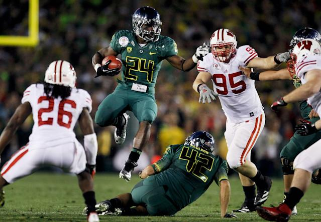 PASADENA, CA - JANUARY 02: Running back Kenjon Barner #24 of the Oregon Ducks leaps over teammate David Paulson #42 in the second half against the Wisconsin Badgers at the 98th Rose Bowl Game on January 2, 2012 in Pasadena, California. (Photo by Jeff Gross/Getty Images)
