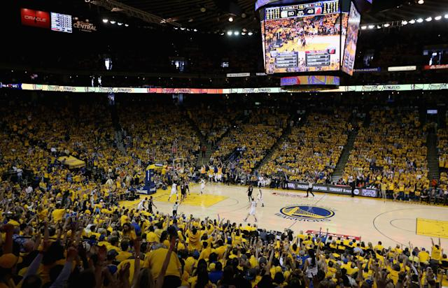 "The <a class=""link rapid-noclick-resp"" href=""/nba/teams/gsw"" data-ylk=""slk:Golden State Warriors"">Golden State Warriors</a> will reportedly host <a class=""link rapid-noclick-resp"" href=""/nba/players/3704/"" data-ylk=""slk:LeBron James"">LeBron James</a> and the <a class=""link rapid-noclick-resp"" href=""/nba/teams/lal"" data-ylk=""slk:Los Angeles Lakers"">Los Angeles Lakers</a> on Christmas Day this season, highlighting the five-game holiday slate. (Getty Images)"