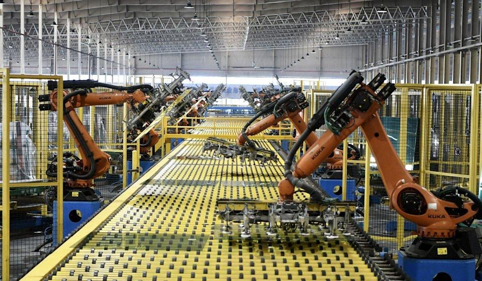Robots operate on a production line at an automotive glass workshop of the Fuyao Glass Industry Group. Photo: Xinhua