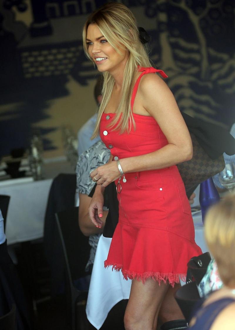The 38-year-old couldn't stop smiling as she dined out for lunch in Woolloomooloo. Source: Diimex