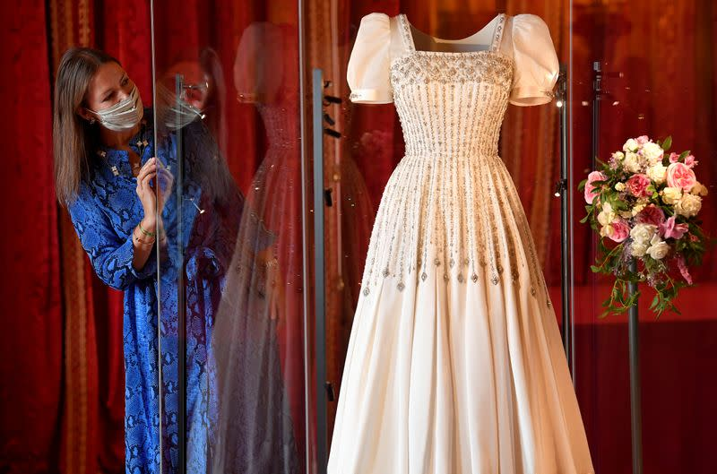 Wedding Gown Of Uk S Princess Beatrice Goes On Show