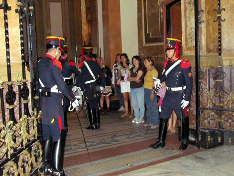 Soldiers at the Buenos Aires Metropolitan Cathedral. (Photo courtesy of flickr.com/photos/davidberkowitz.)