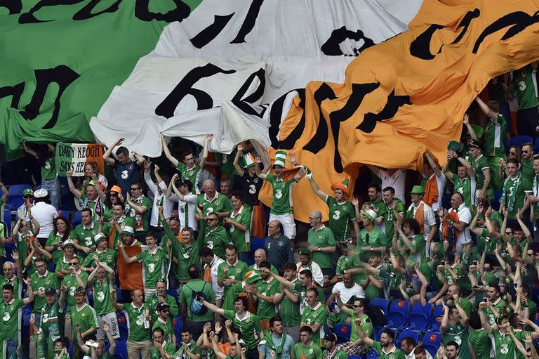 Ireland supporters cheer ahead the Euro 2016 round of 16 football match between France and Republic of Ireland at the Parc Olympique Lyonnais stadium in Décines-Charpieu, near Lyon, on June 26, 2016.