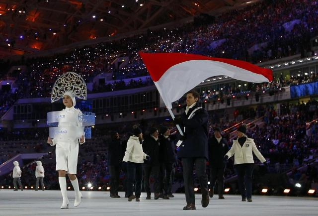 Monaco's flag-bearer Olivier Jenot leads his country's contingent during the opening ceremony of the 2014 Sochi Winter Olympic Games February 7, 2014. REUTERS/Brian Snyder (RUSSIA - Tags: SPORT OLYMPICS)