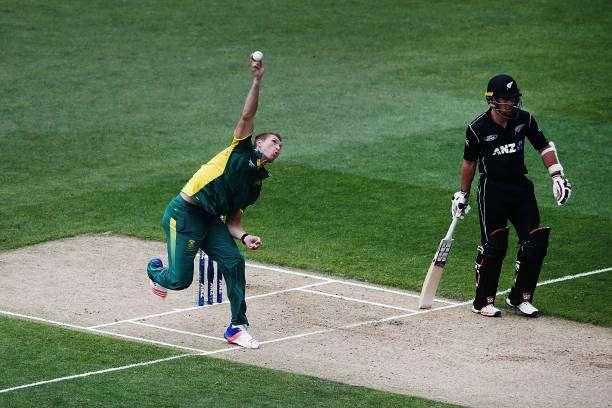 AUCKLAND, NEW ZEALAND - MARCH 04: Dwaine Pretorius of South Africa bowls during game five of the One Day International series between New Zealand and South Africa at Eden Park on March 4, 2017 in Auckland, New Zealand. (Photo by Anthony Au-Yeung/Getty Images)