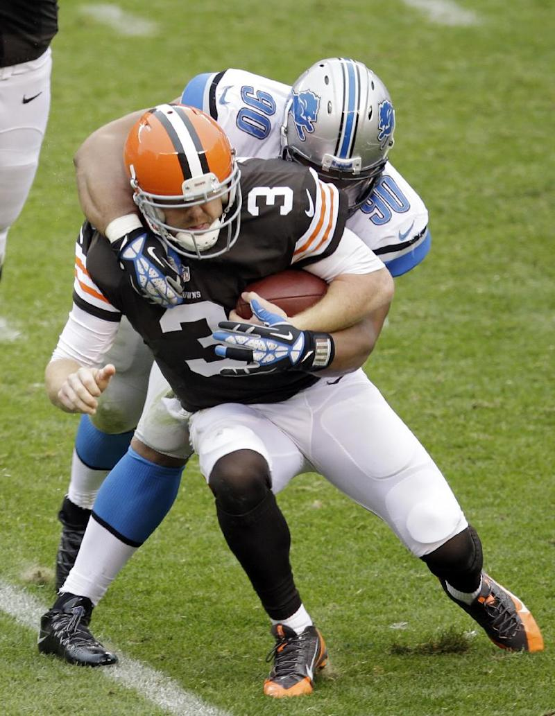 AP source: Suh fined $31,500 for hit on Weeden