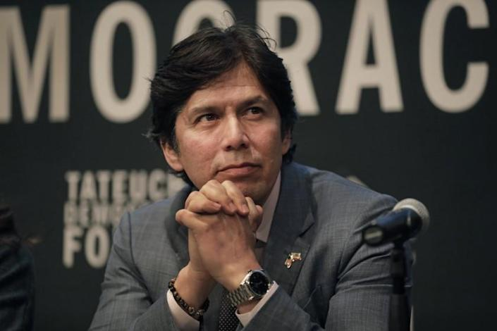 LOS ANGELES, CALIFORNIAÑFEB. 5, 2020ÑFormer State Sen. Kevin de Leon takes part in a pre-election forum for the LA City Council 14th District in Little Tokyo on Feb. 5, 2020. The candidates for Los Angeles City Council in the 14th District take part in a candidate forum in Little Tokyo on Feb. 5, 2020. (Carolyn Cole/Los Angeles Times)