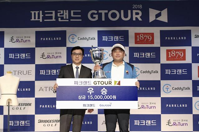 """<div class=""""caption""""> A winner's check in simulated golf is worth about $13,400. </div> <cite class=""""credit"""">Courtesy of Golfzon</cite>"""