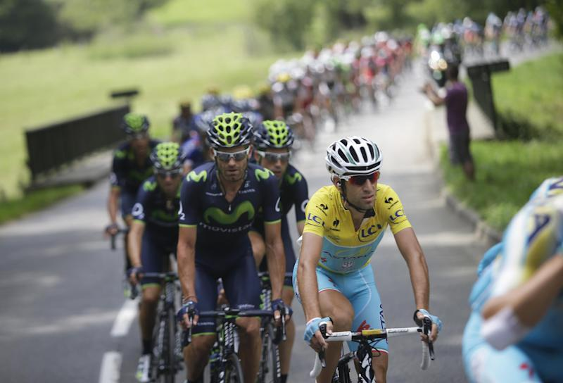 Nibali wins Stage 18, closes in on Tour victory