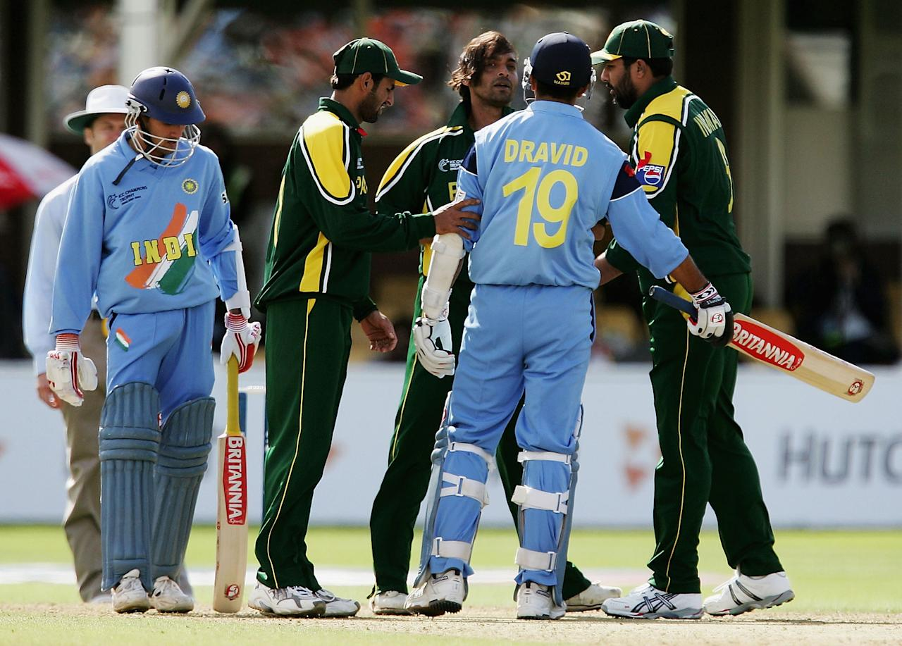 BIRMINGHAM, ENGLAND - SEPTEMBER 19:  Shoaib Akhtar of Pakistan and Rahul Dravid of India argue in front of Inzaman-Ul-Haq during The ICC Champions Trophy England 2004 match between Pakistan and India, on September 19, 2004 at Edgbaston in Birmingham, England.  (Photo by Laurence Griffiths/Getty Images)