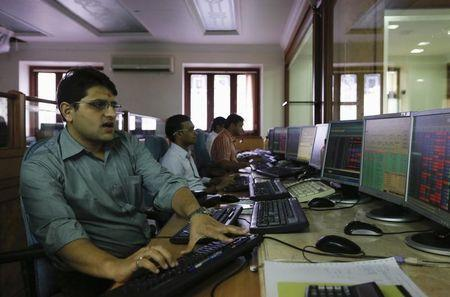 Brokers trade on their computer terminals at a stock brokerage firm in Mumbai August 22, 2013. REUTERS/Danish Siddiqui/Files
