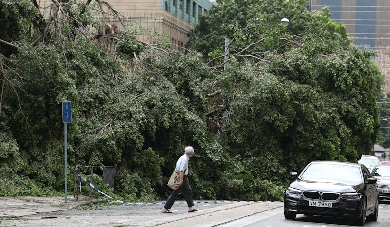 More than 600 road sections blocked and chaotic scenes at Hong Kong MTR stations as grim Typhoon Mangkhut recovery begins
