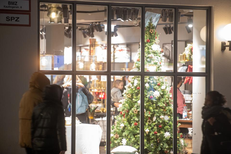 Christmas shoppers in Munich (Photo: SIPA USA/PA Images)