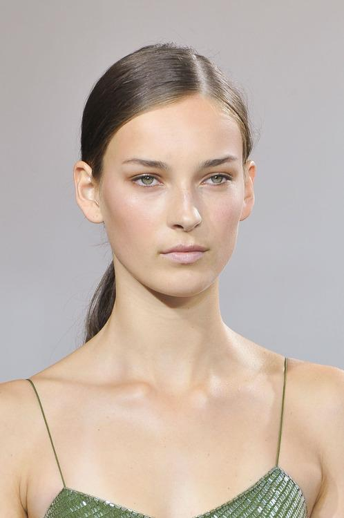 5 Habits Of Models With Gorgeous Skin