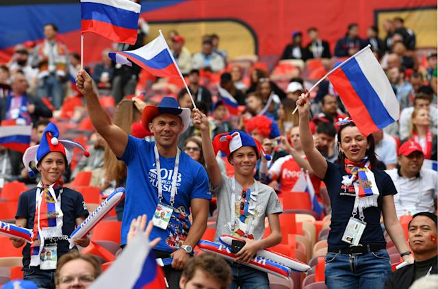 <p>Moscow (Russian Federation), 14/06/2018.- Supporters of Russia before the FIFA World Cup 2018 group A preliminary round soccer match between Russia and Saudi Arabia in Moscow, Russia, 14 June 2018.<br>(RESTRICTIONS APPLY: Editorial Use Only, not used in association with any commercial entity – Images must not be used in any form of alert service or push service of any kind including via mobile alert services, downloads to mobile devices or MMS messaging – Images must appear as still images and must not emulate match action video footage – No alteration is made to, and no text or image is superimposed over, any published image which: (a) intentionally obscures or removes a sponsor identification image; or (b) adds or overlays the commercial identification of any third party which is not officially associated with the FIFA World Cup) (Mundial de Fútbol, Arabia Saudita, Moscú, Rusia) EFE/EPA/PETER POWELL EDITORIAL USE ONLY </p>