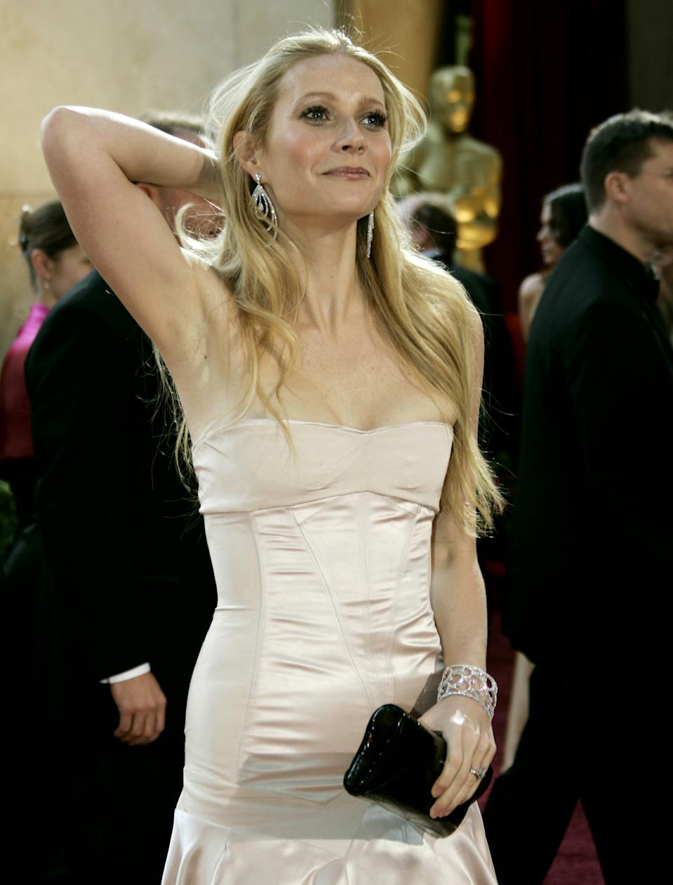 Actress and presenter Gwyneth Paltrow arrives at the 77th annual Academy Awards in Hollywood, February 27, 2005.