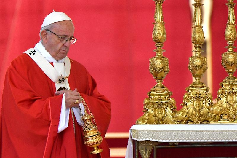 Pope Francis celebrates Mass at the Vatican (AFP Photo/Alberto PIZZOLI)