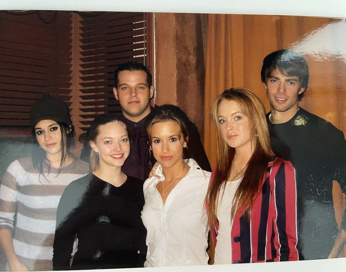 Amanda Seyfried posts picture of the Mean Girls cast.