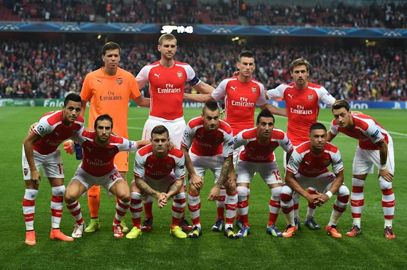 Arsenal's starting XI line up before the start of their UEFA Champions League qualifying round play-off second-leg match against Besiktas, in London, on August 27, 2014 (AFP Photo/Ben Stansall)