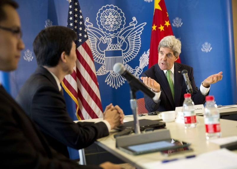 U.S. Secretary of State John Kerry (R) gestures during a discussion with Chinese bloggers in Beijing February 15, 2014. REUTERS/Evan Vucci/Pool (CHINA - Tags: POLITICS MEDIA)