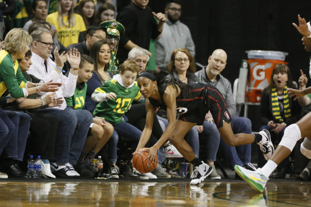 """Kiana Williams and the <a class=""""link rapid-noclick-resp"""" href=""""/ncaaw/teams/stanford/"""" data-ylk=""""slk:Stanford Cardinal"""">Stanford Cardinal</a> will get another ranked opponent in Oregon State this weekend. (Soobum Im-USA TODAY Sports)"""