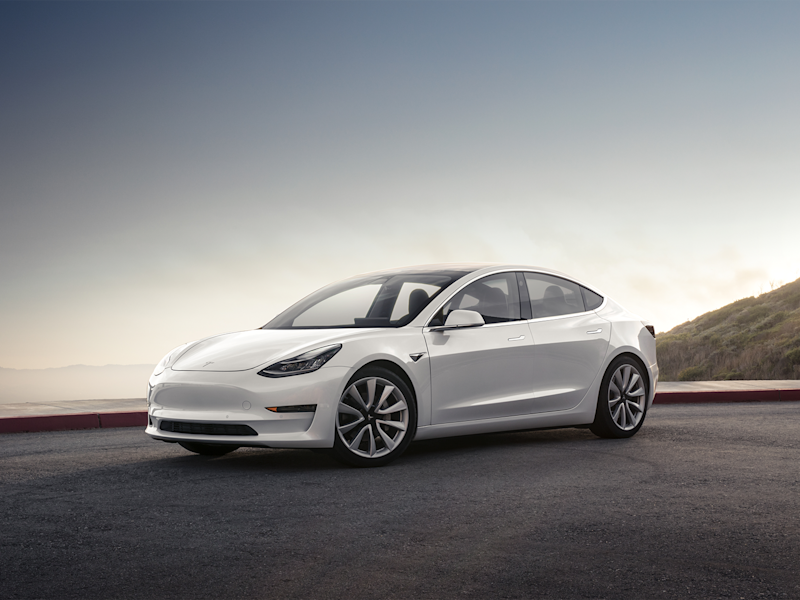 Tesla Burns Cash at Slower Clip on Model 3 Headway, Deposits