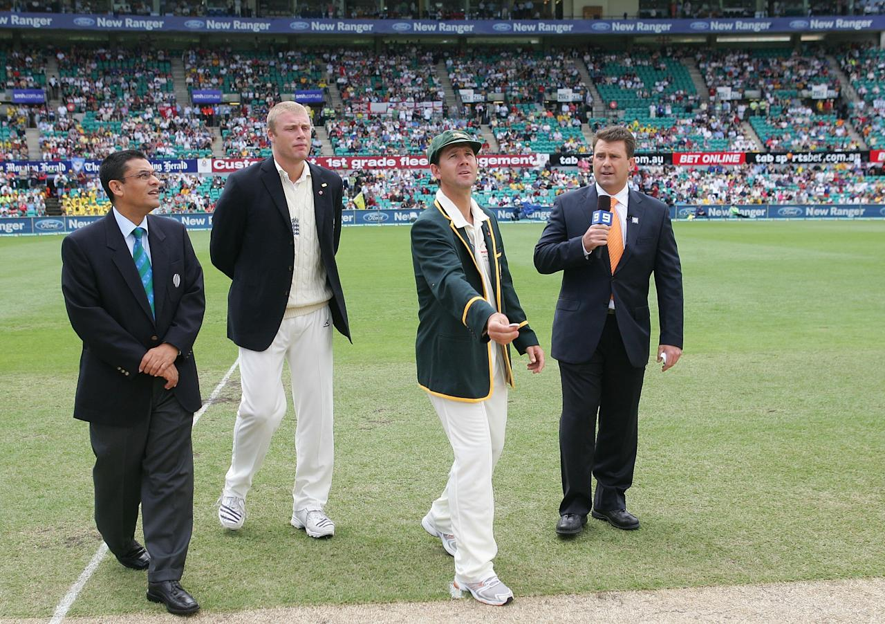 SYDNEY, AUSTRALIA - JANUARY 02:  Australian captain Ricky Ponting tosses the coin watched by England captain Andrew Flintoff (2nd L), match referee Ranjan Madugalle (L) and cricket commentator and former Australian captain Mark Taylor before day one of the fifth Ashes Test Match between Australia and England at the Sydney Cricket Ground on January 2, 2007 in Sydney, Australia. England won the toss and elected to bat.  (Photo by Hamish Blair/Getty Images)