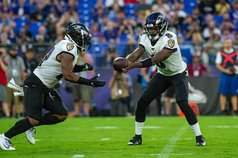 Baltimore Ravens quarterback Lamar Jackson (8) hands off to running back Mark Ingram (21)