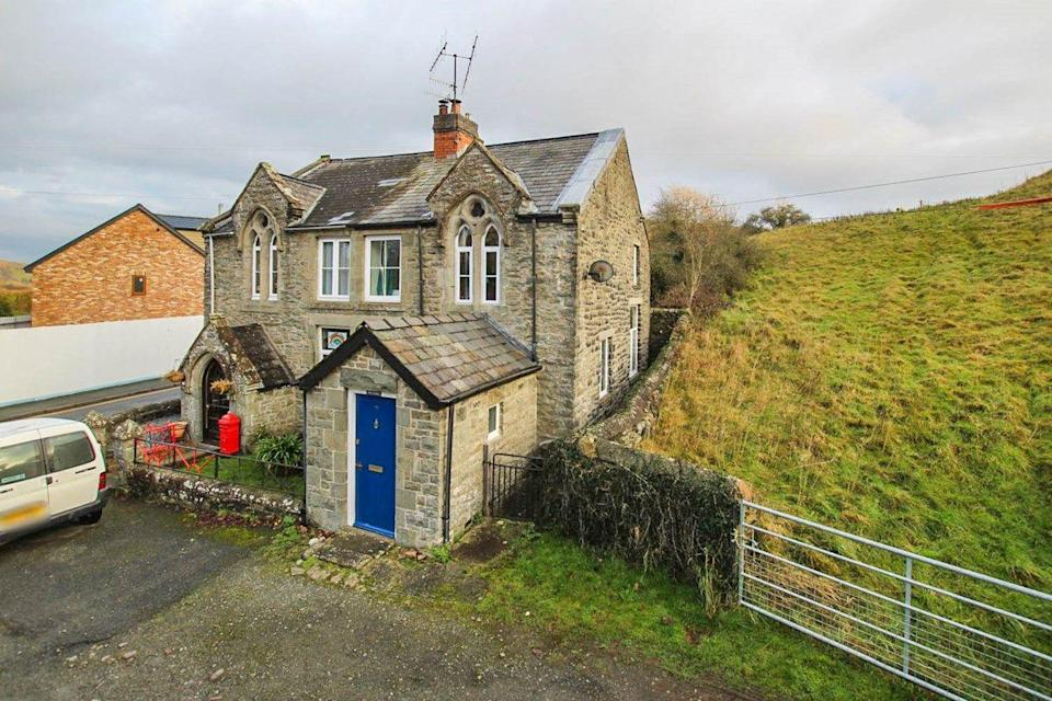 """<p>Dating back to 1805, this character home is situated in the thriving market town of Builth Wells, Mid Wales. We're crushing on the gorgeous fireplaces, traditional brick stone, original curved wooden doors and good-sized reception room. It might have just come off the market, but it's still worth a tour...</p><p><a href=""""https://www.zoopla.co.uk/for-sale/details/57165111/"""" rel=""""nofollow noopener"""" target=""""_blank"""" data-ylk=""""slk:Tour this property via Zoopla."""" class=""""link rapid-noclick-resp"""">Tour this property via Zoopla. </a></p><p><strong>Like this article? <a href=""""https://hearst.emsecure.net/optiext/cr.aspx?ID=DR9UY9ko5HvLAHeexA2ngSL3t49WvQXSjQZAAXe9gg0Rhtz8pxOWix3TXd_WRbE3fnbQEBkC%2BEWZDx"""" rel=""""nofollow noopener"""" target=""""_blank"""" data-ylk=""""slk:Sign up to our newsletter"""" class=""""link rapid-noclick-resp"""">Sign up to our newsletter</a> to get more articles like this delivered straight to your inbox.</strong></p><p><a class=""""link rapid-noclick-resp"""" href=""""https://hearst.emsecure.net/optiext/cr.aspx?ID=DR9UY9ko5HvLAHeexA2ngSL3t49WvQXSjQZAAXe9gg0Rhtz8pxOWix3TXd_WRbE3fnbQEBkC%2BEWZDx"""" rel=""""nofollow noopener"""" target=""""_blank"""" data-ylk=""""slk:SIGN UP"""">SIGN UP</a> </p><p>Love what you're reading? Enjoy <a href=""""https://go.redirectingat.com?id=127X1599956&url=https%3A%2F%2Fwww.hearstmagazines.co.uk%2Fhb%2Fhouse-beautiful-magazine-subscription-website&sref=https%3A%2F%2Fwww.housebeautiful.com%2Fuk%2Flifestyle%2Fproperty%2Fg35809341%2Fhouses-for-sale-historical-importance-zoopla-the-dig-netflix%2F"""" rel=""""nofollow noopener"""" target=""""_blank"""" data-ylk=""""slk:House Beautiful magazine"""" class=""""link rapid-noclick-resp"""">House Beautiful magazine</a> delivered straight to your door every month with Free UK delivery. Buy direct from the publisher for the lowest price and never miss an issue!</p><p><a class=""""link rapid-noclick-resp"""" href=""""https://go.redirectingat.com?id=127X1599956&url=https%3A%2F%2Fwww.hearstmagazines.co.uk%2Fhb%2Fhouse-beautiful-magazine-subscription-website&sref=https%3A%2F%2"""