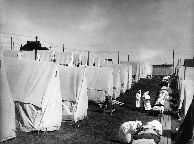 1918: Nurses care for victims of a Spanish influenza epidemic outdoors amidst canvas tents during an outdoor fresh air cure, Lawrence, Massachusetts. (Photo by Hulton Archive/Getty Images)