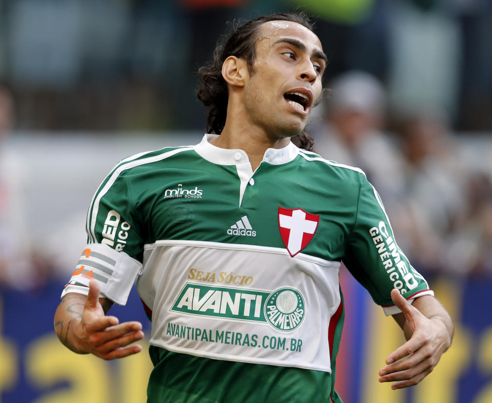 Jorge Valdivia of Palmeiras reacts during their Brazilian championship soccer match against Atletico Paranaense in Sao Paulo, December 7, 2014. REUTERS/Paulo Whitaker (BRAZIL - Tags: SPORT SOCCER)