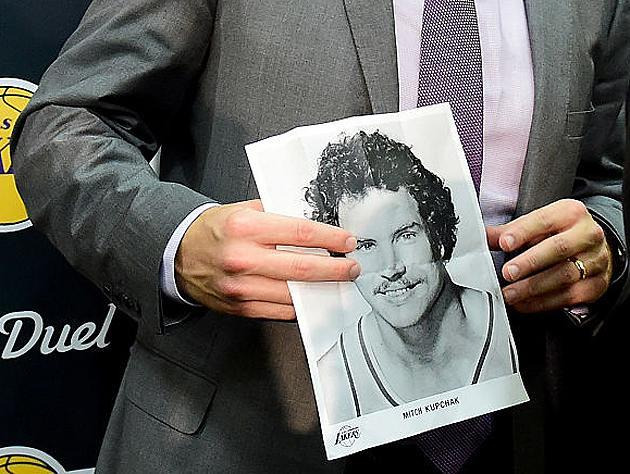Lakers coach Luke Walton holds a picture of Mitch Kupchak, the player, in 2016. (Getty Images)