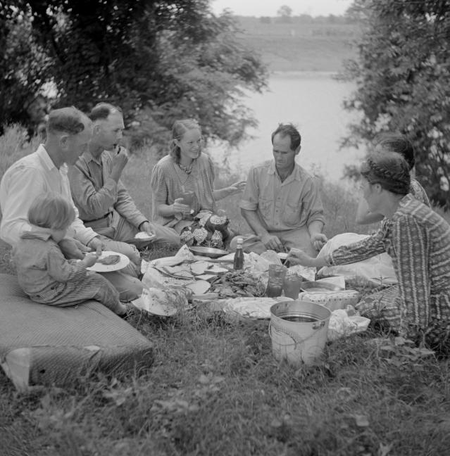 <p>A farm family has a fish fry along Cane River near Natchitoches, La., 1940. (Photo: Marion Post Wolcott for Farm Security Administration/Universal History Archive/UIG via Getty Images) </p>